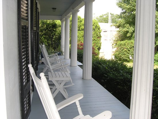 Yarmouth Port, MA: Liberty Hill Inn Main Porch