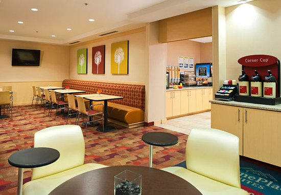 TownePlace Suites Bethlehem Easton: Breakfast Dining Area
