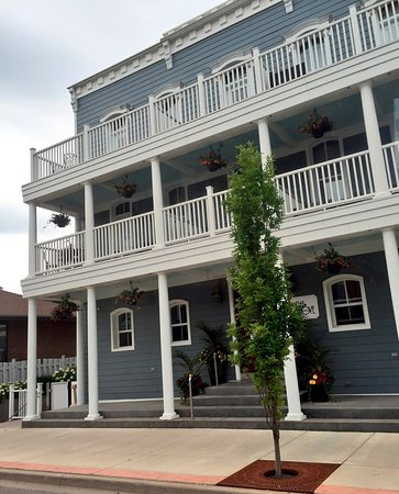 Kingsville, Canada: The outside of the hotel