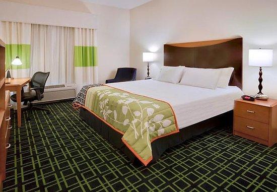 Oak Creek, WI: King Guest Room