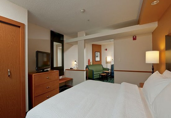 Exeter, Nueva Hampshire: King Suite – Sleeping Area
