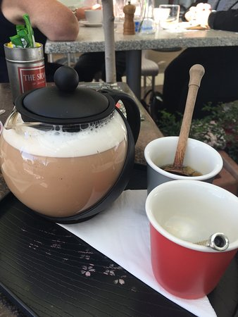 Sunshine Coast, Australia: We had a special time here. While waiting to order I taste tested different teas. My chai on coc
