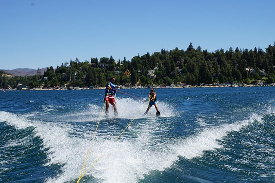 Lake Arrowhead, كاليفورنيا: Instructor Cole with Lucca on the training rig (training wheels)