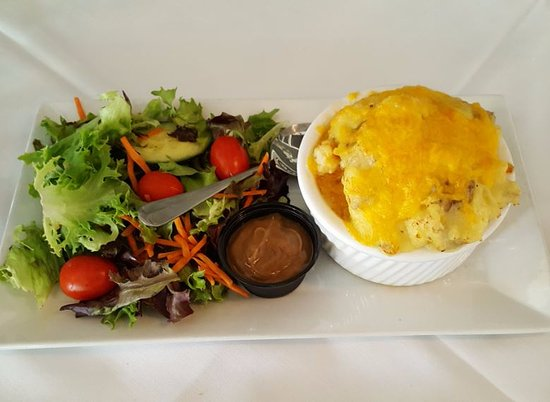 Lititz, เพนซิลเวเนีย: Fisherman's pie (topped with mashed potatoes and cheese)
