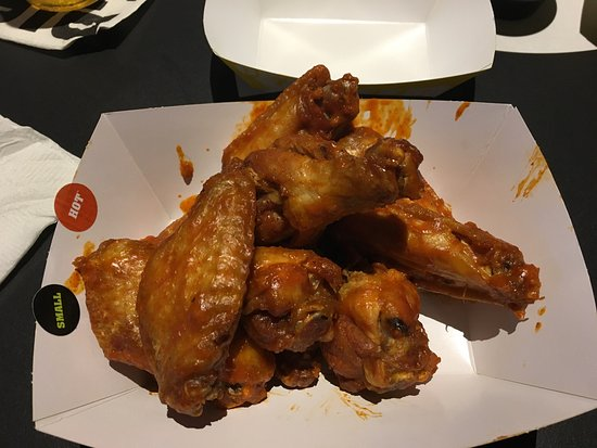 Vernon Hills, IL: Wings