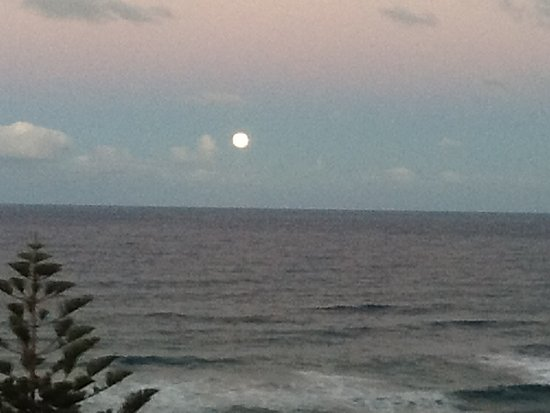 Clubb Coolum Beach: The moon rising at dusk