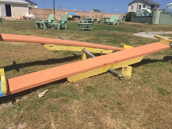 Oceanana Family Motel: Play equipment falling apart