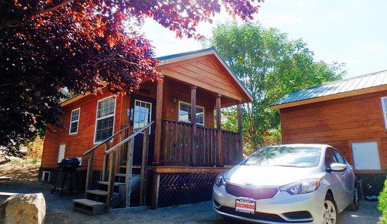 Descanso, CA: 外から見ると何の変哲もない木造建物だが、内部の雰囲気と設備はいい。それと独立しているので、他者が気にならない。