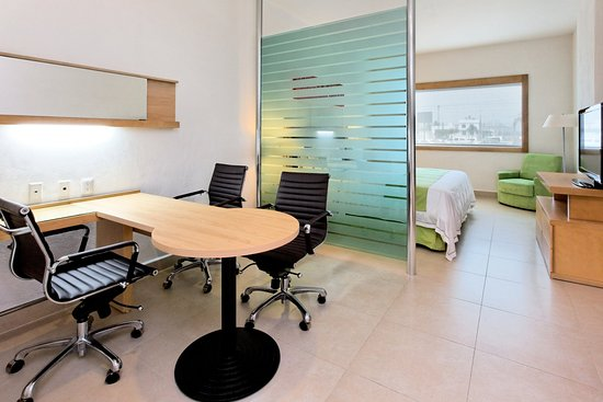 Holiday Inn Express Manzanillo: King Bed Office Suite Non-smoking