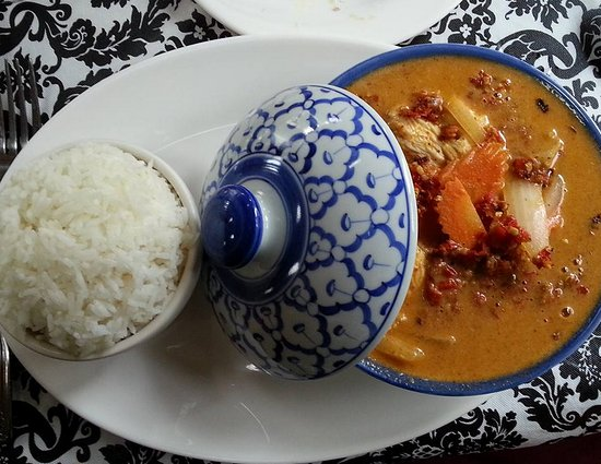 Lambertville, Nueva Jersey: Massaman curry chicken...extra spicy!