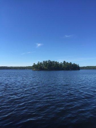 Falcon Lake, كندا: Nice resort and a calm quiet lake
