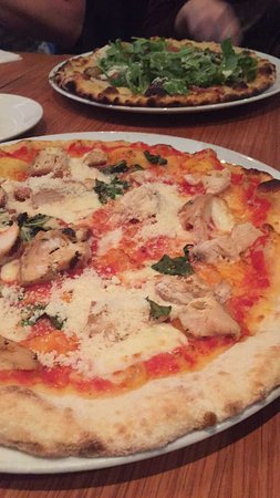 Ajax, Kanada: Original Naples-inspired pizza with chicken, Fig&Arugula pizza