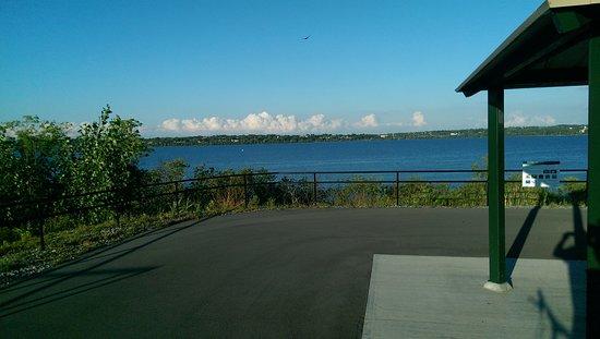 Liverpool, estado de Nueva York: View across the lake
