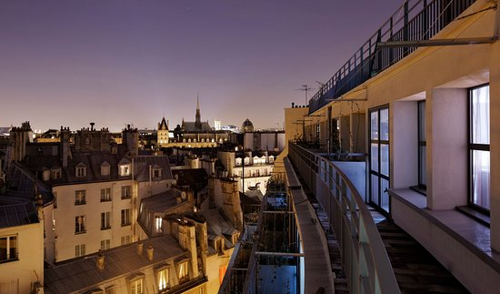 Holiday Inn Paris - Notre Dame: Night view from your balcony
