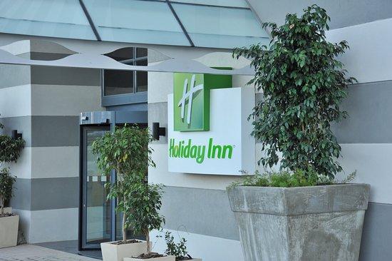 Holiday Inn Johannesburg-Rosebank: Entrance Porte Cochere