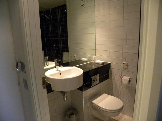 Dedham, UK: Guest Bathroom