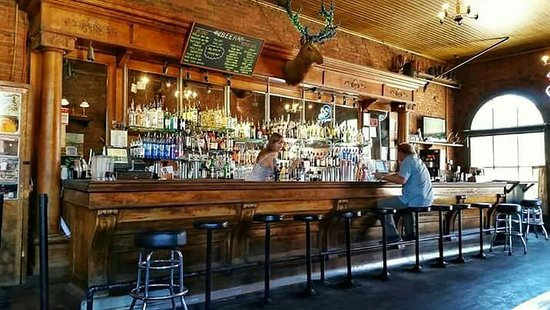 Roslyn, WA: Cool historic bar with good food!