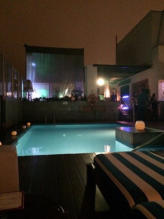Radisson Hotel Decapolis Miraflores: Rooftop pool and bar