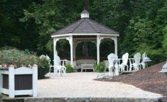 Cedars of Williamsburg Bed & Breakfast: Gazebo