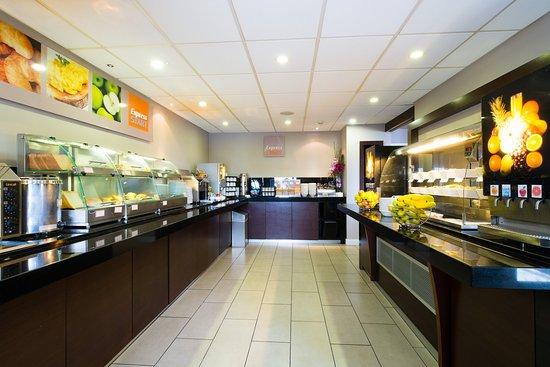 Holiday Inn Express - Aberdeen Exhibition: Breakfast Bar