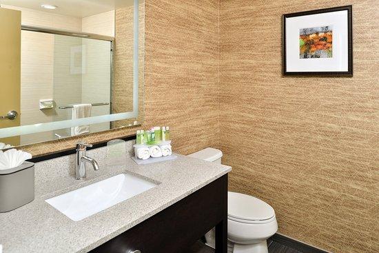 Peekskill, NY: Walk-in Shower in Honeymoon Studio Suite