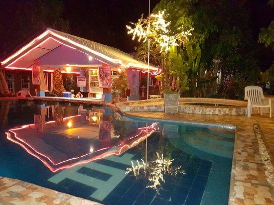 Deep Forest Garden Hotel: 20160818_211800_large.jpg