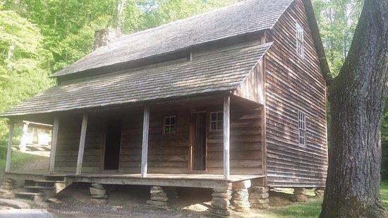 Townsend, TN: old cabin