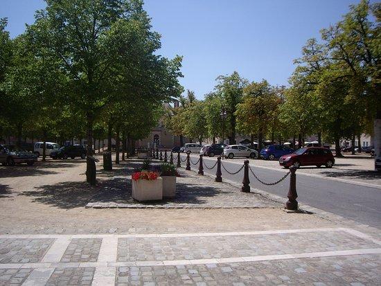 Saint-Savin, Francia: Le parking à coté de l'abbaye