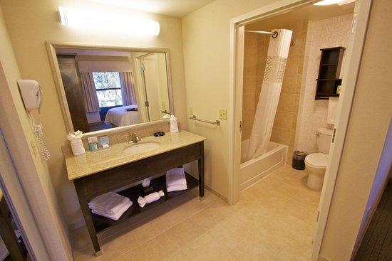 Tunkhannock, เพนซิลเวเนีย: Suite Bathroom