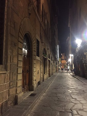 Oltrarno: Lovely cobbled streets to roam with few pedestrians