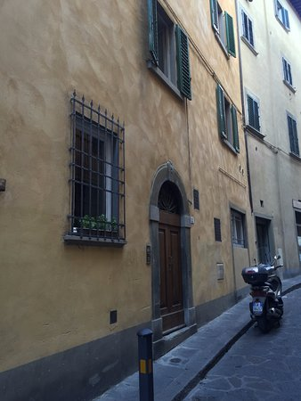Oltrarno: Quaint, quiet streets