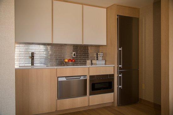Γκρίνουιτς, Κονέκτικατ: Ambassador Suite Kitchen