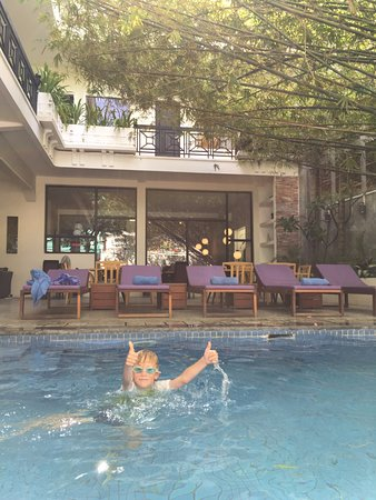 Omana Hotel: Small pool for a welcome cooling off