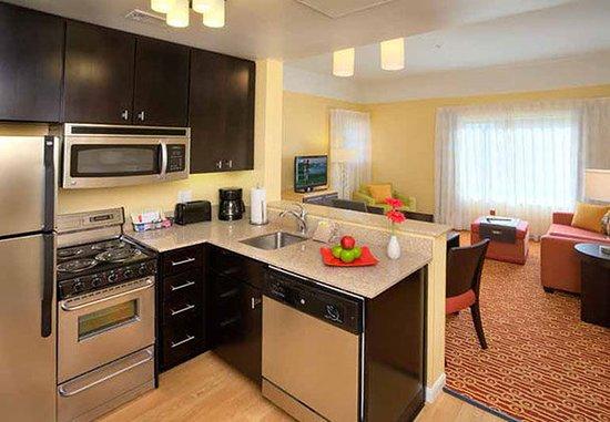 Aberdeen, South Dakota: Suite Kitchen