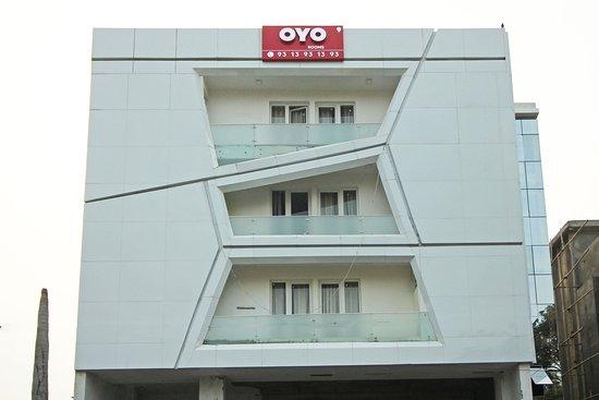 OYO Flagship North Campus