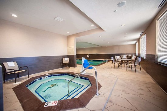 Fort Morgan, CO: Whirlpool Indoor