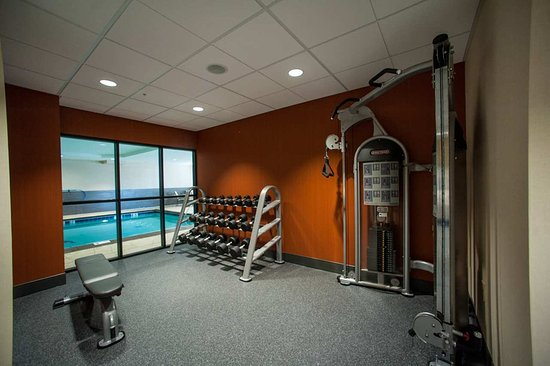 Fort Morgan, CO: Fitness Center with Pool View