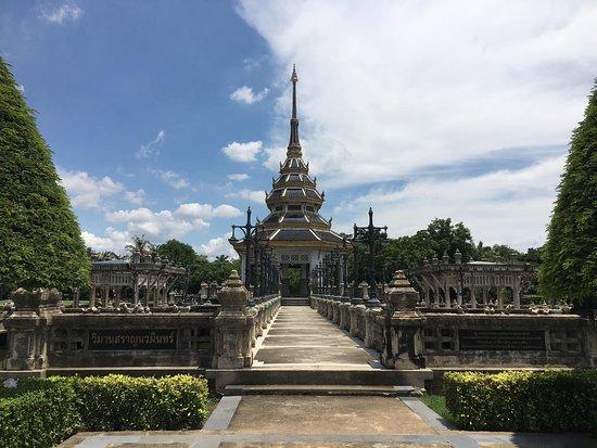 Nonthaburi, Thaïlande : Chaloem Kanchanaphisek Park