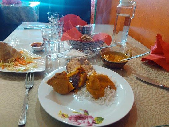 Ashburton, نيوزيلندا: Chicken Korma & Samosas