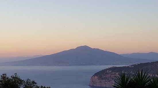 Villa Monica B&B: Early morning view from Vesuvio room.