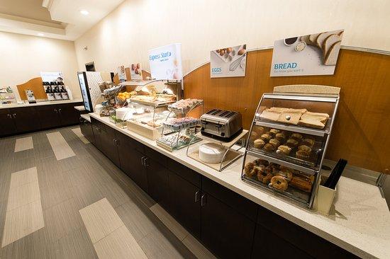 Aiken, Güney Carolina: Complimentary Hot Buffet Breakfast Bar