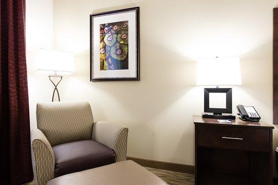 Aiken, Carolina del Sur: King Bed Guest Room Sitting Area