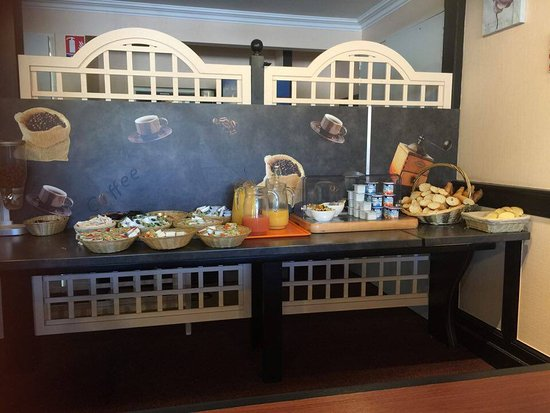 Quick Palace Poitiers Nord : breakfast
