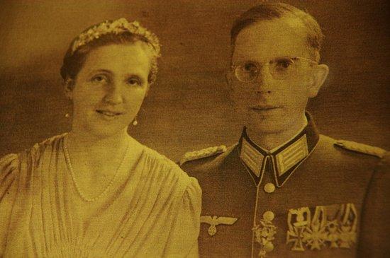 Província de Pomerania, Polônia: The last of the von Graff family line who lived in Pałac Kłanino until 1945.
