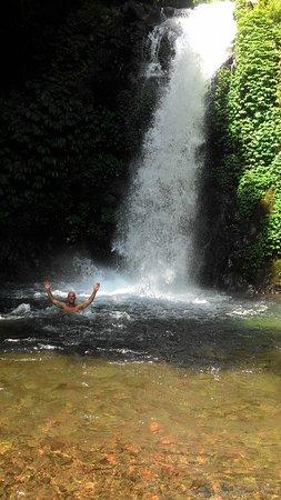 Gitgit Waterfall ภาพถ่าย