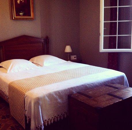 Auribeau-sur-Siagne, Fransa: Il letto in stile vintage!