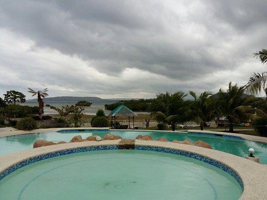 Moalboal Beach Resort: 20160208_043430_large.jpg