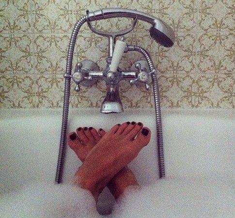 Auribeau-sur-Siagne, Fransa: Dettaglio vintage… un bagno rilassante!