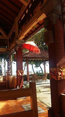 Lovina Beach Hotel: Snapchat-6440509475582066444_large.jpg