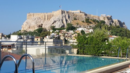 Electra Palace Athens: Roof top pool and Acropolis